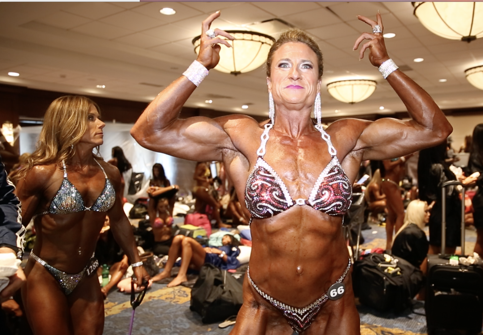 2017 IFBB PITTSBURGH MASTERS PRO WOMEN'S PHYSIQUE BACKSTAGE VIDEO